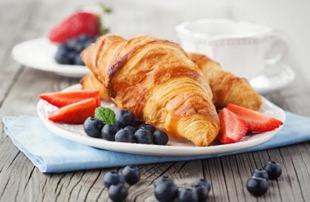 minoanlines_enplo_breakfast